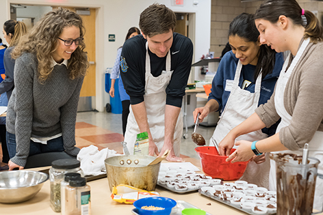 UCI School of Medicine students learn how to prepare healthy meals so that they can become better doctors.