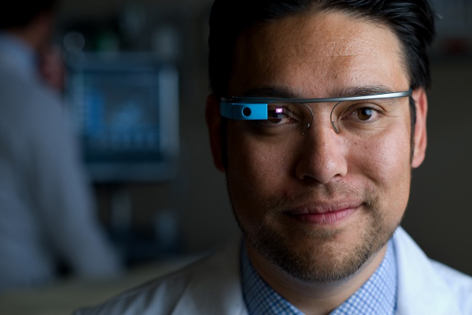 Dr. Warren Wiechmann uses Google Glass